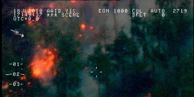 Bild över ett av brandområdena under fredagen. Kustbevakningen