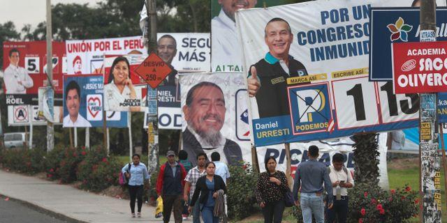 Hela 22 partier ställer upp Perus parlamentsval. Martin Mejia / TT NYHETSBYRÅN