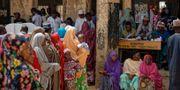 Kvinnor står i kö för att få lägga sin röst. Ben Curtis / TT NYHETSBYRÅN/ NTB Scanpix
