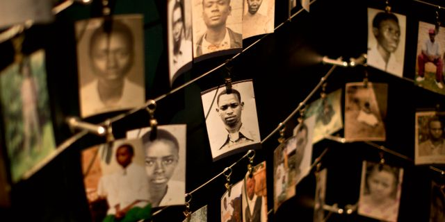 Arkivbild. Några av de hundratusentals människor som dödades i Rwanda. Ben Curtis / TT / NTB Scanpix