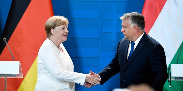 Merkel och Orban. Szilard Koszticsak / TT NYHETSBYRÅN/ NTB Scanpix