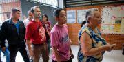 Valdeltagare väntar på att få rösta på valdagen i Venezuela. Ariana Cubillos / TT / NTB Scanpix