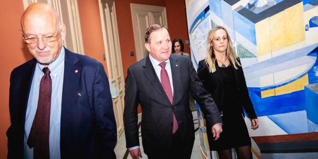 Stefan Löfven (mitten) lämnar EU-nämndens sammanträde på onsdagen Christine Olsson/TT / TT NYHETSBYRÅN