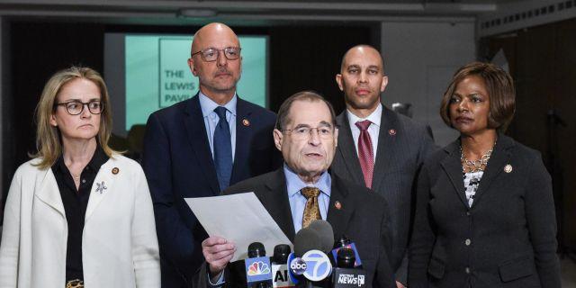 Presskonferens inför släppet av Mueller-rapporten. från vänster: Madeleine Dean, Jerrold Nadler, Hakeem Jeffries och Val Demings.  STEPHANIE KEITH / GETTY IMAGES NORTH AMERICA