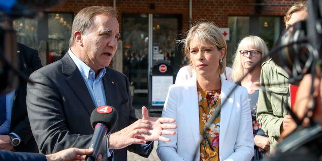 Statsminister Stefan Löfven (S) och socialminister Annika Strandhäll (S).  Adam Ihse/TT / TT NYHETSBYRÅN