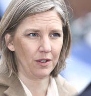 Miljöminister Karolina Skog (MP) under pressträff om utformandet av miljözoner på Hornsgatan i Stockholm. Claudio Bresciani/TT / TT NYHETSBYRÅN