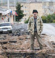 Arkivbild: En man står på en gata i staden Stepanakert i Nagorno-Karabach David Ghahramanyan / TT NYHETSBYRÅN