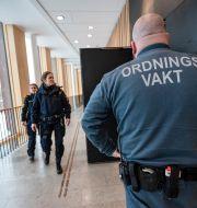 Arkivbild: Ordningsvakt och polis på plats utanför säkerhetssalen i Lunds tingsrätt i samband med rättegången Johan Nilsson/TT / TT NYHETSBYRÅN