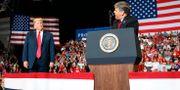 Donald Trump och Fox News-profilen Sean Hannity på ett politiskt möte i november 2018. Carolyn Kaster / TT NYHETSBYRÅN/ NTB Scanpix