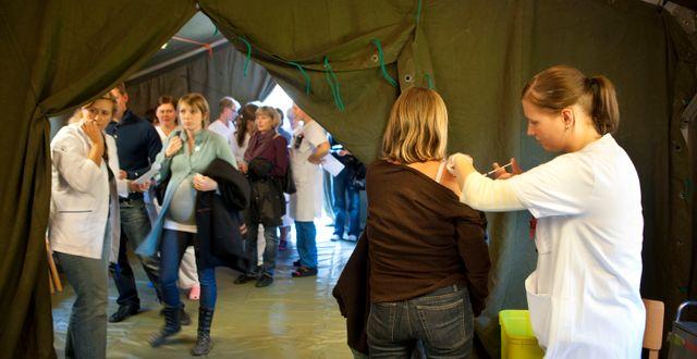 Massvaccination mot svininfluensan, Ystad 2009.  DRAGO PRVULOVIC / TT / TT NYHETSBYRÅN