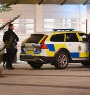 Bild från polisinsatsen efter Rinkebymordet som skedde den 8 januari 2018. Fredrik Sandberg/TT / TT NYHETSBYRÅN