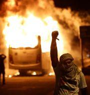 En maskerad demonstrant i Rio de Janeiro.  Leo Correa / TT NYHETSBYRÅN