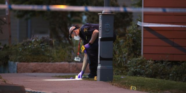 Polisens tekniker arbetar på platsen Adam Ihse/TT / TT NYHETSBYRÅN