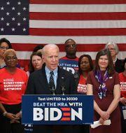 Joe Biden höll ett anförande i Philadelphia i natt, sedan det stod klart att han vunnit flera viktiga delstatssegrar.  MANDEL NGAN / TT NYHETSBYRÅN