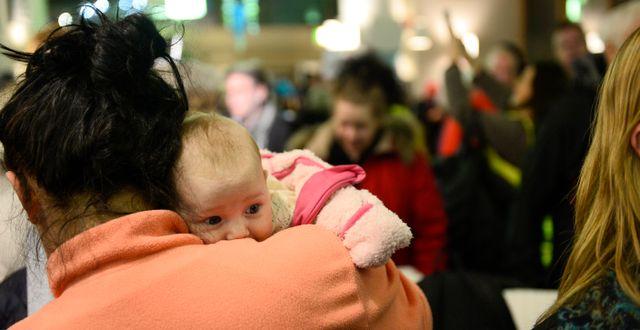 Kritiker i protest mot att förlossningsavdelningen läggs ner. Izabelle Nordfjell/TT / TT NYHETSBYRÅN
