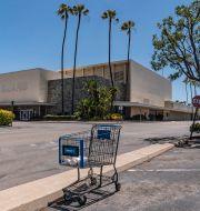 Tomt köpcenter i Buena Park, Kalifornien, tidigare i år. Damian Dovarganes / TT NYHETSBYRÅN
