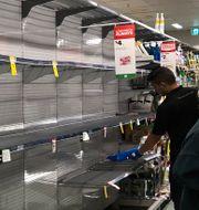 Tomma butikshyllor i Sydney. Emma Gyllestad/TT / TT NYHETSBYRÅN