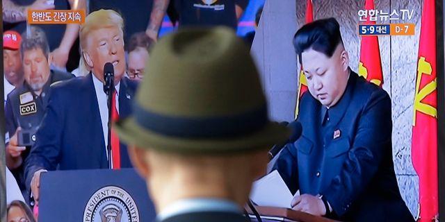 Arkivbild. Donald Trump och Kim Jong Un på tv-skärm. Ahn Young-joon / TT / NTB Scanpix
