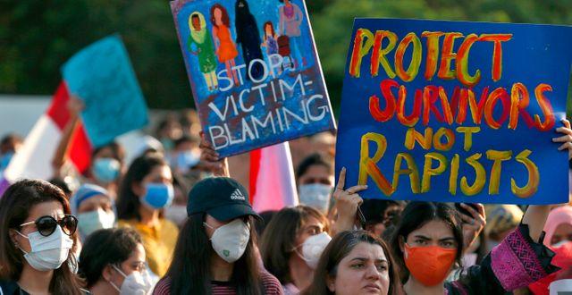 Människor i Islamabad protesterar efter den uppmärksammade gruppvåldtäkten Anjum Naveed / TT NYHETSBYRÅN