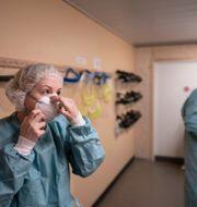 Personal på covid-iva på Östra sjukhuset i Göteborg. Björn Larsson Rosvall /TT / TT NYHETSBYRÅN