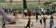 Demonstranter attackerar sydafrikanska affärer i Nigeria som ett svar på det främlingsfientliga våldet.  TT NYHETSBYRÅN
