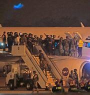 Passagerare evakuerar planet  STR / AFP