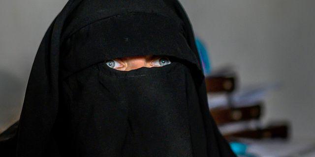 En av de kvinnor som AFP har intervjuat i Al-Hol. BULENT KILIC / AFP