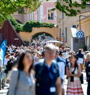 Folkvimmel i centrala Visby under Almedalsveckan.  Henrik Montgomery/TT / TT NYHETSBYRÅN