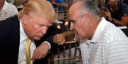 USA:s president Donald Trump tillsammans med Rudolph Giuliani under en insamlingsgala i New York 2015. Seth Wenig / TT / NTB Scanpix