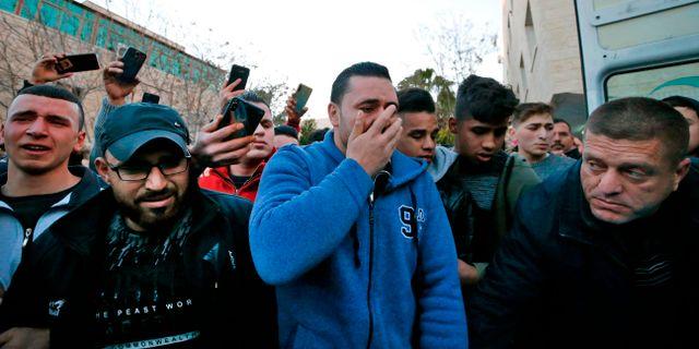 Anhöriga till Mohammed al-Haddad sörjer. HAZEM BADER / AFP