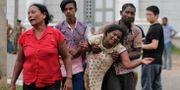 Anhöriga efter ett av dåden i Colombo. Eranga Jayawardena / TT NYHETSBYRÅN