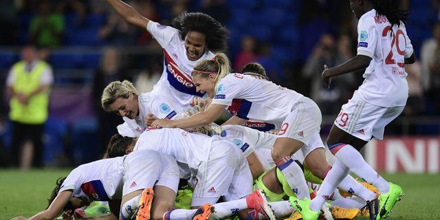 Lyon-spelare firar vinsten i Champions League-finalen. JAVIER SORIANO   AFP b4f6959d65e77