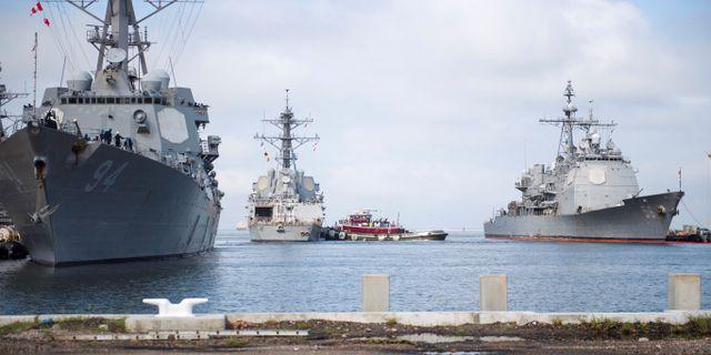 USA:s flotta flyttar sina skepp till säkerhet. Handout/TT NYHETSBYRÅN