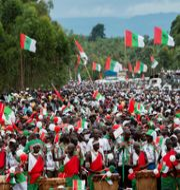Anhängare till Burundis styrande parti under valrörelsen. EVRARD NGENDAKUMANA / TT NYHETSBYRÅN