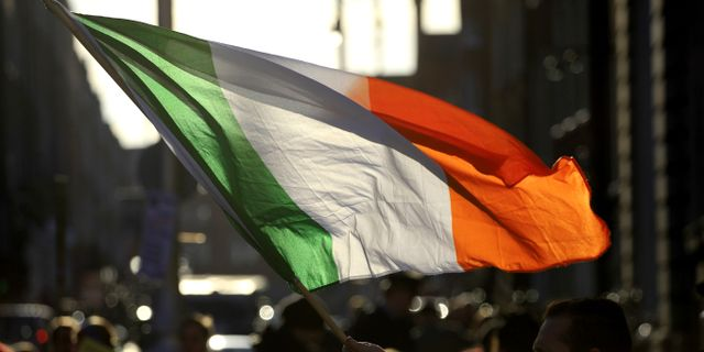 Irlands flagga. Arkivbild.  Peter Morrison / TT / NTB Scanpix