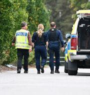 Poliser vid brottsplatsen.  Mikael Fritzon/TT / TT NYHETSBYRÅN