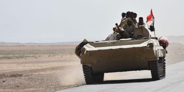 Irakiska styrkor kör längs en väg mellan Hawija och Kirkuk.  MARWAN IBRAHIM / AFP