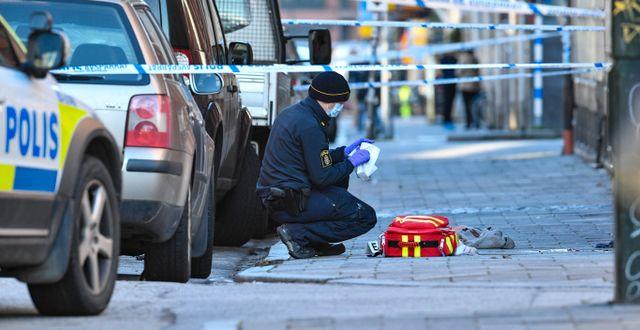 Polisens tekniker efter mordet.  Johan Nilsson/TT / TT NYHETSBYRÅN