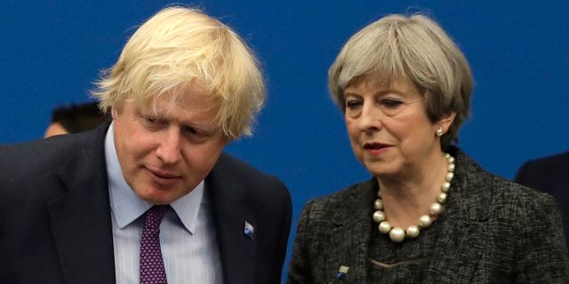 Boris Johnson och Theresa May. Arkivbild. Matt Dunham / TT / NTB Scanpix