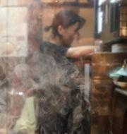 En kvinna i ett restaurangkök. Mark Baker / TT NYHETSBYRÅN