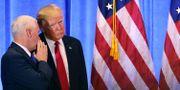 Mike Pence och Donald Trump under presskonferensen. SPENCER PLATT / GETTY IMAGES NORTH AMERICA