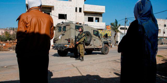 Israelisk soldat utanför Nablus på Västbanken. Arkivbild.  ABBAS MOMANI / AFP
