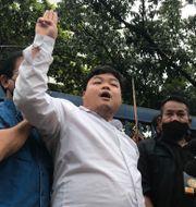 Parit Chiwarak mötte pressen igår efter att ha släppts av polisen. Busaba Sivasomboon / TT NYHETSBYRÅN
