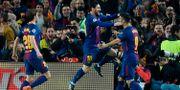 Arkivbild från 2018: Barcelonas Lionel Messi tillsammans med lagkamraten Luis Suarez under en CL-match mellan FC Barcelona och Chelsea FC.  LLUIS GENE / AFP