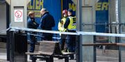 Polis och räddningstjänst på plats efter att kvinnan blev påkörd av ett tåg på Lund central. Johan Nilsson/TT / TT NYHETSBYRÅN