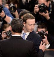 Arkivbild: Mark Zuckerberg vittnar inför den amerikanska kongressen efter att skandalen med Cambridge Analytica tagit fart.  BRENDAN SMIALOWSKI / AFP
