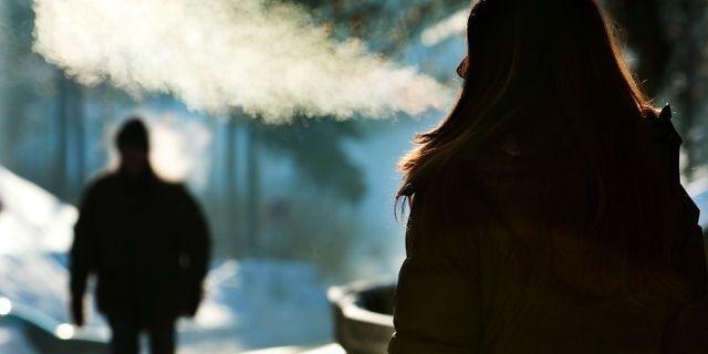 En kvinna i Oslo där kylan också har bitit sig fast. Kallestad, Gorm / TT NYHETSBYRÅN
