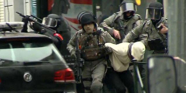 Arkivbild: Skärmdump från en film som uppges visa gripandet av Salah Abdeslam TT / NTB Scanpix
