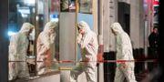 Kriminaltekniker undersöker en av brottsplatserna. Andreas Arnold / TT NYHETSBYRÅN