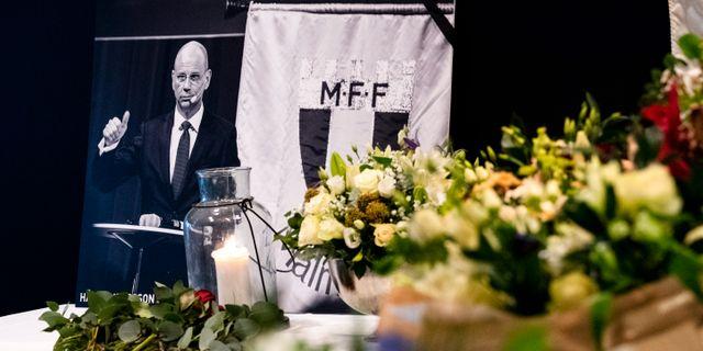Kondoleansbok, blommor och ljus på MFF-museet, 8/12 2018. Johan Nilsson/TT / TT NYHETSBYRÅN